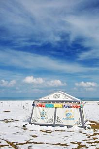 蓝天白云青海湖雪景