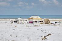 青海湖雪域牧民帐篷
