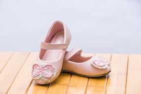 女童粉色浪漫鞋子