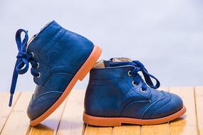 时尚的高腰皮鞋