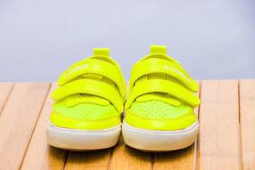 荧黄色儿童板鞋
