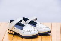 一双很有质感的儿童女鞋