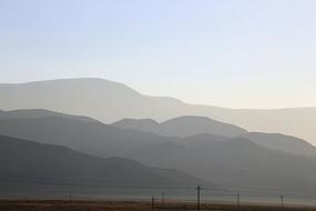 层峦叠嶂的连绵山脉