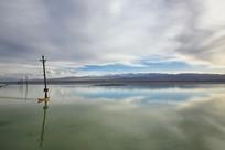 茶卡盐湖天空倒影