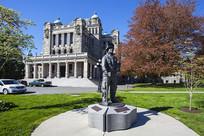 大不列颠省议会大楼前雕塑