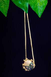 金饰动物项链