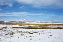 祁连山草地牧区雪景