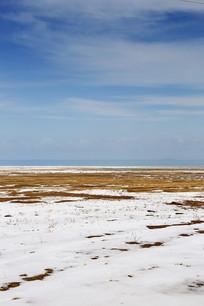 青海湖牧区雪景