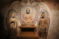 彩绘石窟菩萨坐像