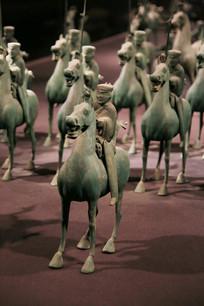东汉青铜马队列