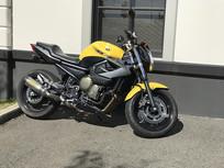 黄色摩托车