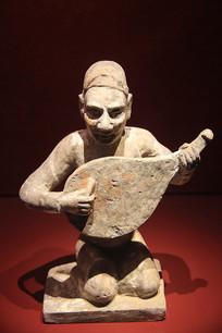 石刻彩绘执琵琶俑