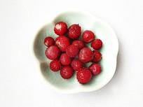 一碟野草莓