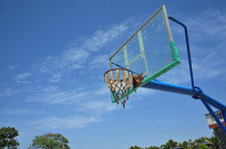 蓝天下篮球网