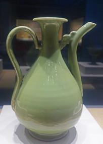 明代龙泉窑青瓷执壶 。