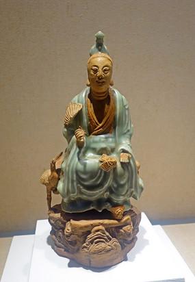 元代龙泉窑青瓷道士像