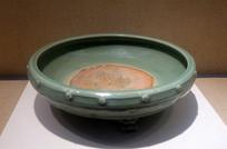 元代龙泉窑青瓷露胎菊纹香炉