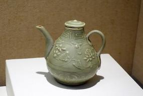元代龙泉窑青瓷印花执壶