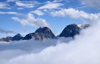 九鼎后山的云海和山峰