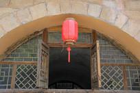 窗台红灯笼