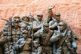 红军战士陕北农民战斗雕像