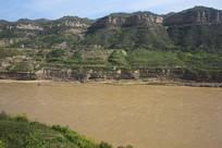 黄河两岸青山