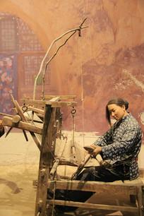 延安支前织布的女人蜡像