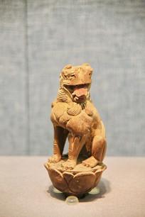 鎏金木雕坐狮子
