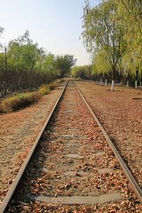 铁轨通向远方