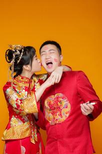 喜庆中国风情侣照