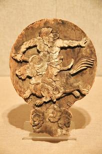 辽代骑神兽木雕