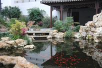 室内鱼池假山设计