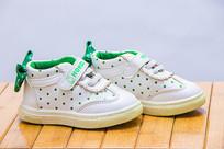 一双变色的儿童鞋