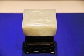 白玉浮雕山水方盒清代