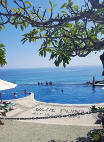 巴厘岛蓝点海景泳池