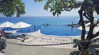巴厘岛蓝点无边泳池