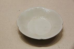 北宋定窑白釉花瓣瓷盘