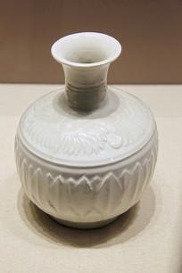 定窑白釉长颈瓶北宋