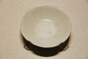 定窑白釉花瓣形瓷盘