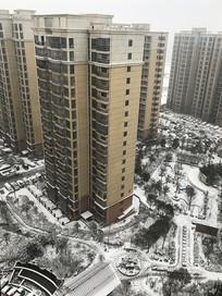 雪后的高层住宅区景观