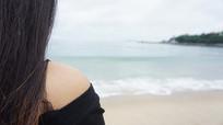 看海的美女