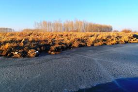 航拍冰封海拉尔河