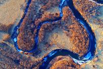 航拍残雪消融的海拉尔河河湾