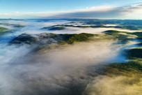 大兴安岭山峦林海云雾