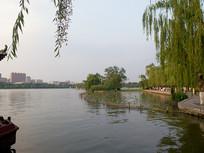 济南大明湖的黄昏