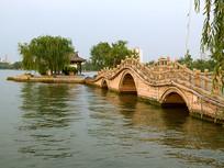 济南大明湖漂亮的小桥