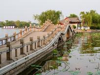 济南大明湖小桥和湖心建筑