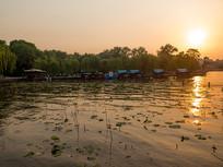 济南大明湖夕阳黄昏朦胧美景
