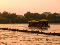 济南大明湖游船夕阳美景