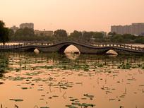 山东济南大明湖夕阳美景